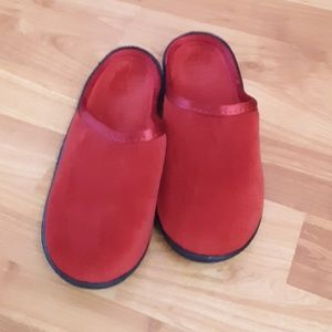 Isotoner Slippers, size 6 1/2 to 7